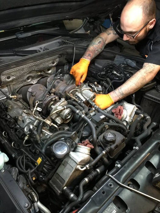 Twin Turbo V8 N63 getting prepped for valve seal replacment