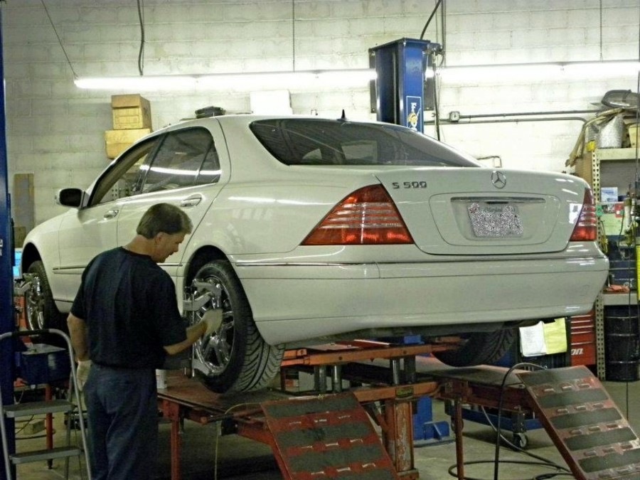 Mercedes benz repair by chesapeake import services in for Mercedes benz repair chicago