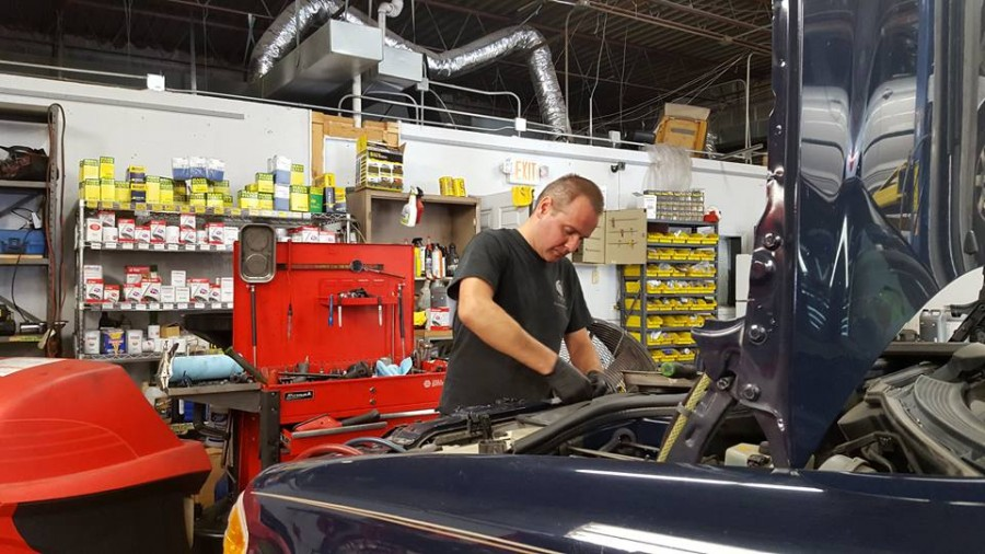 Mercedes benz repair by import motors in schaumburg il for Mercedes benz mechanic houston