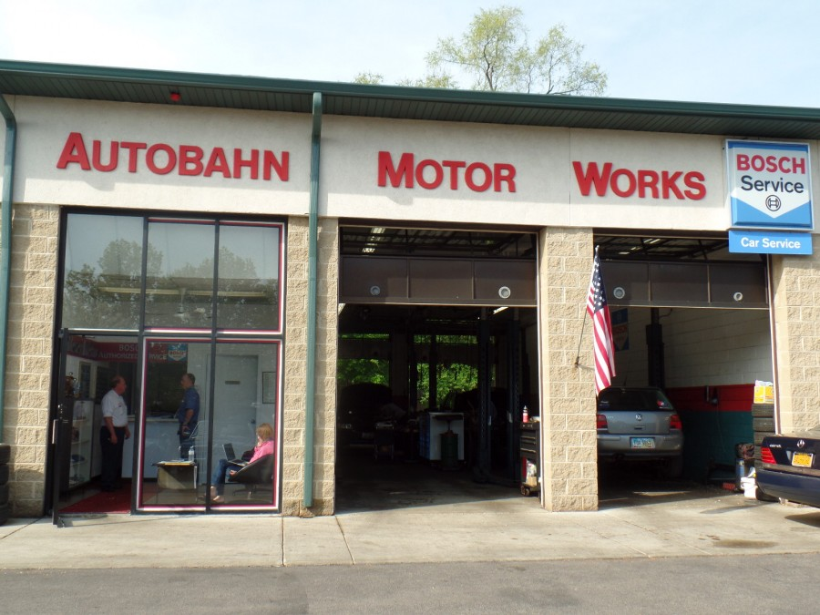 Mercedes benz repair by autobahn motor works in mundelein for Mercedes benz arlington service center